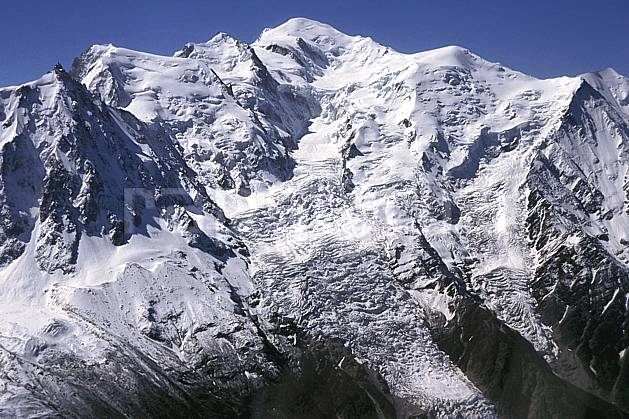 ba2030-35LE : Mont Blanc, Haute-Savoie, Alpes.  Europe, CEE, ciel bleu, glacier, crevasse, sérac, C02, C01 haute montagne, paysage, Annecy 2018 (France).