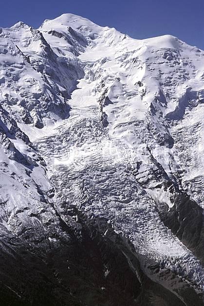ba2030-36LE : Mont Blanc, Haute-Savoie, Alpes.  Europe, CEE, ciel bleu, glacier, crevasse, sérac, C02, C01 haute montagne, paysage, Annecy 2018 (France).