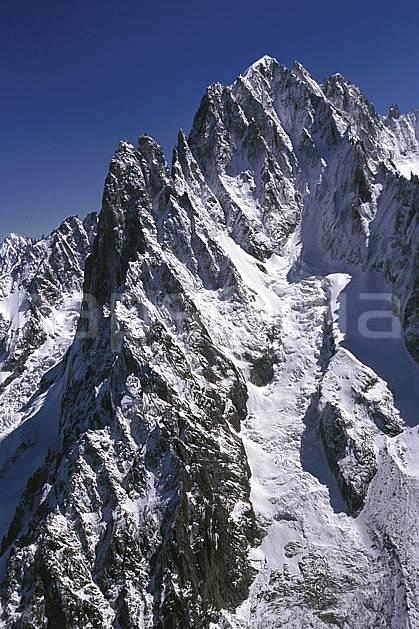 ba2031-22LE : Aiguille Verte, Massif du Mont Blanc, Haute-Savoie, Alpes.  Europe, CEE, arête, ciel bleu, falaise, glacier, crevasse, sérac, C02, C01 haute montagne, paysage, Annecy 2018 (France).