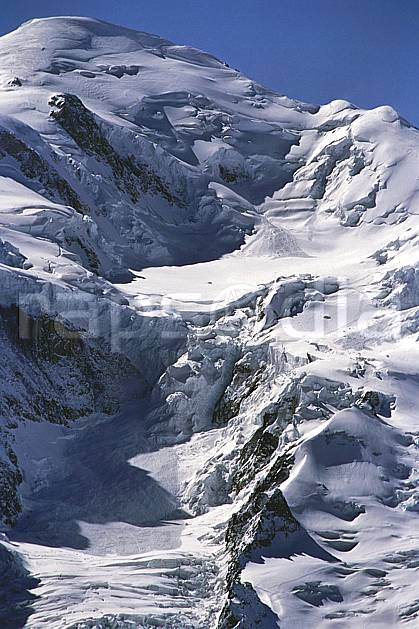ba2420-24LE : Depuis La Flégère, Le Mont Blanc, Chamonix, Haute-Savoie, Alpes.  Europe, CEE, ciel bleu, glacier, crevasse, sérac, C02, C01 haute montagne, paysage, Annecy 2018 (France).