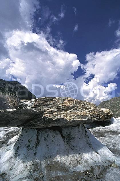 ba2508-10LE : Glacier de Tré la Tête, Massif du Mont Blanc, Haute-Savoie, Alpes.  Europe, CEE, ciel nuageux, C02, C01 haute montagne, paysage, Annecy 2018 (France).