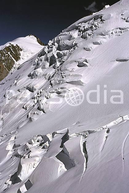 ba2510-04LE : Séracs du Goûter , Massif du Mont Blanc, Haute-Savoie, Alpes.  Europe, CEE, ciel bleu, glacier, crevasse, sérac, C02, C01 haute montagne, paysage, Annecy 2018 (France).