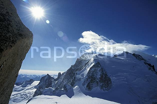 ba3049-26LE : Mont Blanc du Tacul, Mont Maudit, Mont Blanc, Massif du Mont Blanc, Haute-Savoie, Alpes.  Europe, CEE, panorama, chaine de montagnes, C02, C01 haute montagne, nuage, paysage, soleil, Annecy 2018 (France).