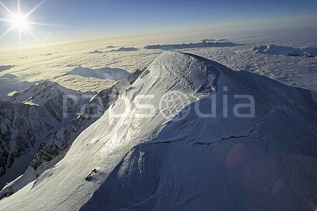ba3210-06LE : Sommet du Mont Blanc, Massif du Mont Blanc, Haute-Savoie, Alpes.  Europe, CEE, sommet, vue aérienne, mer de nuages, C02, C01 haute montagne, paysage, soleil, Annecy 2018 (France).