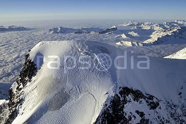 ba3210-20LE : Sommet du Mont Blanc, Massif du Mont Blanc, Haute-Savoie, Alpes.  Europe, CEE, sommet, vue aérienne, mer de nuages, C02, C01 haute montagne, nuage, paysage, Annecy 2018 (France).
