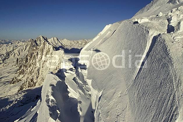 ba3210-27LE : Séracs du Mont Blanc, Massif du Mont Blanc, Haute-Savoie, Alpes.  Europe, CEE, panorama, chaine de montagnes, crevasse, glacier, sérac, C02, C01 haute montagne, paysage, Annecy 2018 (France).