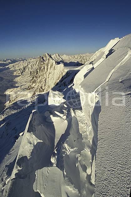 ba3210-30LE : Séracs du Mont Blanc, Massif du Mont Blanc, Haute-Savoie, Alpes.  Europe, CEE, panorama, chaine de montagnes, crevasse, glacier, sérac, C02, C01 haute montagne, paysage, Annecy 2018 (France).