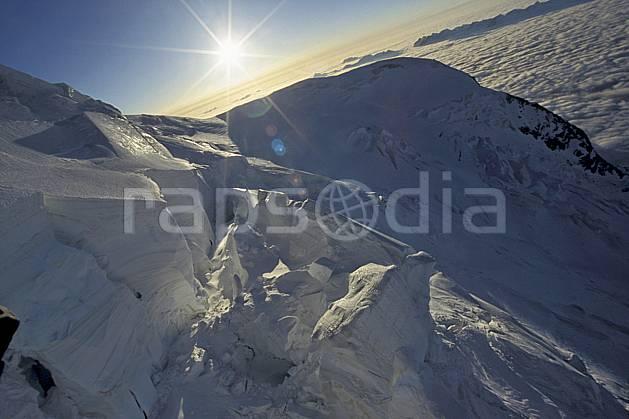 ba3210-32LE : Séracs du Mont Blanc, Aiguille du Goûter, Massif du Mont Blanc, Haute-Savoie, Alpes.  Europe, CEE, crevasse, glacier, sérac, C02, C01 haute montagne, nuage, paysage, soleil, Annecy 2018 (France).