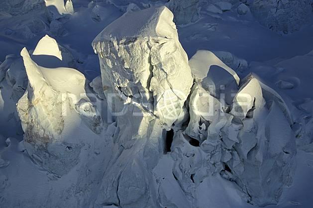 ba3211-04LE : Séracs glacier des Bossons, Massif du Mont Blanc, Haute-Savoie, Alpes.  Europe, CEE, crevasse, glacier, sérac, C02, C01 gros plan, haute montagne, paysage, Annecy 2018 (France).