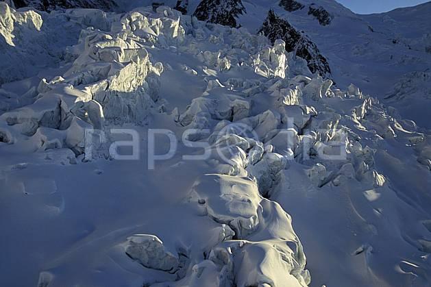 ba3211-07LE : Séracs glacier des Bossons, Massif du Mont Blanc, Haute-Savoie, Alpes.  Europe, CEE, sérac, crevasse, glacier, C02, C01 haute montagne, paysage, Annecy 2018 (France).