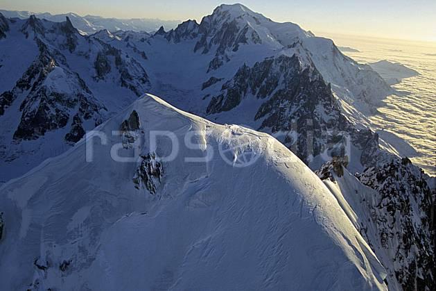 ba3211-20LE : Sommet de l'Aiguille Verte, Aiguilles de Chamonix, Dent du Géant, Vallée Blanche, Mont Blanc, Massif du Mont Blanc, Haute-Savoie, Alpes.  Europe, CEE, sommet, panorama, chaine de montagnes, C02, C01 haute montagne, nuage, paysage, Annecy 2018 (France).