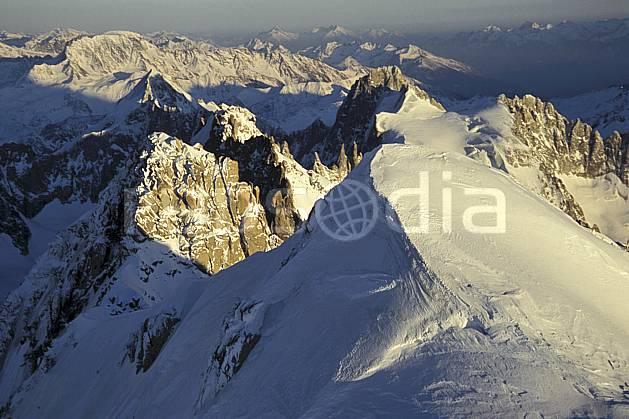 ba3211-23LE : Sommet de l'Aiguille Verte, Droites, Courtes, Massif du Mont Blanc, Haute-Savoie, Alpes.  Europe, CEE, panorama, chaine de montagnes, sommet, vue aérienne, C02, C01 haute montagne, paysage, Annecy 2018 (France).