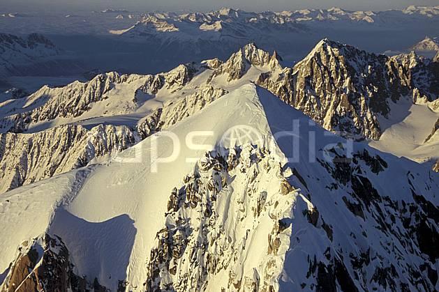 ba3211-25LE : Sommet de l'Aiguille Verte, Aiguille du Chardonnet, Massif du Mont Blanc, Haute-Savoie, Alpes.  Europe, CEE, panorama, chaine de montagnes, sommet, C02, C01 haute montagne, paysage, Annecy 2018 (France).