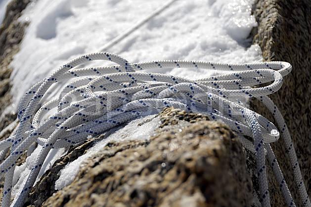 bb061248LE : Corde statique, Alpes. alpinisme Europe, CEE, sport, loisir, action, sport extrême, sport de montagne, corde, C02, C01 gros plan, haute montagne, matériel (France).