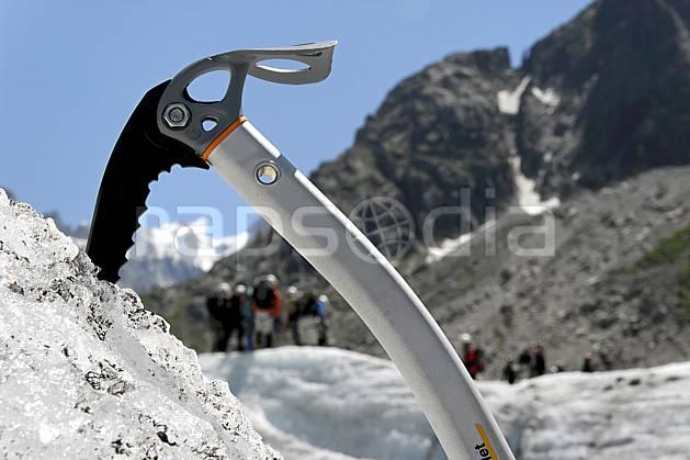 bb062914LE : Piolet, Alpes. alpinisme Europe, CEE, sport, loisir, action, sport extrême, sport de montagne, glacier, piolet, C02, C01 haute montagne, matériel, personnage (France).