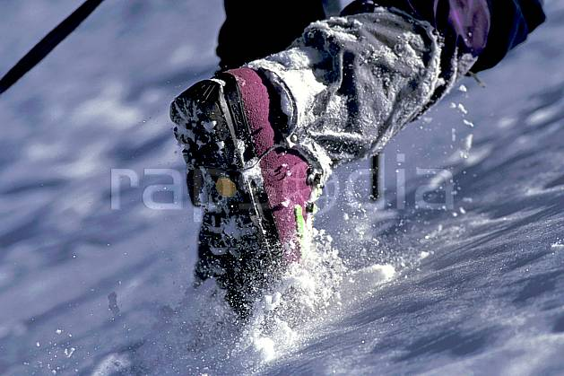 bb0848-10LE : Chaussure d'Haute-Savoie, Alpes. alpinisme Europe, CEE, sport, loisir, action, sport extrême, sport de montagne, crampon, C02, C01 gros plan, haute montagne, matériel, personnage, Annecy 2018 (France).