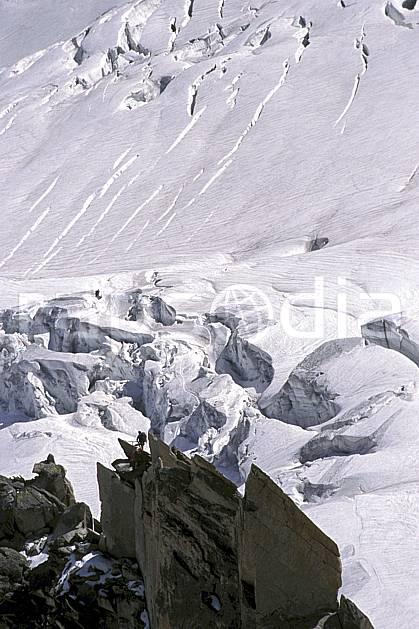 bb2284-23LE : Pointe Adolphe Rey, Glacier du Géant, Massif du Mont Blanc, Haute-Savoie, Alpes. alpinisme Europe, CEE, sport, loisir, action, sport extrême, sport de montagne, arête, crevasse, glacier, sérac, C02, C01 haute montagne, paysage, personnage, Annecy 2018 (France).
