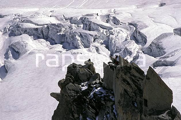 bb2284-24LE : Pointe Adolphe Rey, Glacier du Géant, Massif du Mont Blanc, Haute-Savoie, Alpes. alpinisme Europe, CEE, sport, loisir, action, sport extrême, sport de montagne, arête, crevasse, glacier, sérac, C02, C01 haute montagne, paysage, personnage, Annecy 2018 (France).