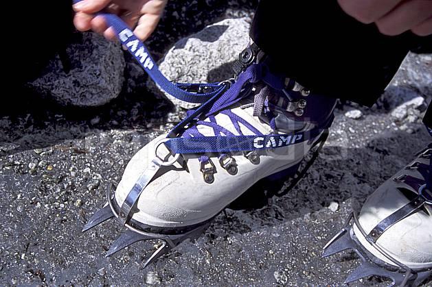 bb2502-19LE : Crampons semi-rapides, Alpes. alpinisme Europe, CEE, sport, loisir, action, sport extrême, sport de montagne, crampon, chaussure, C02, C01 gros plan, haute montagne, matériel, personnage (France).