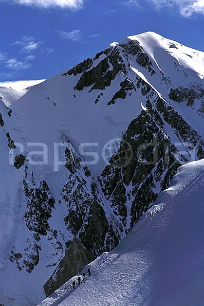 bb2507-04LE : Dômes de Miage, sommet du Mont Blanc, Haute-Savoie, Alpes. alpinisme Europe, CEE, sport, loisir, action, sport extrême, sport de montagne, arête, ascension, ciel bleu, C02, C01 haute montagne, paysage, personnage, Annecy 2018 (France).