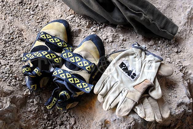 ca064417LE : Climbing, Kalymnos. escalade Europe, CEE, sport, loisir, sport extrême, action, sport de montagne, chaussure, chausson, gant, C02, C01 matériel, personnage (Grèce).