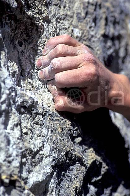 ca0855-30LE : Main de grimpeur. escalade Europe, CEE, sport, loisir, sport extrême, action, sport de montagne, corde, main, C02, C01 homme, gros plan (France).