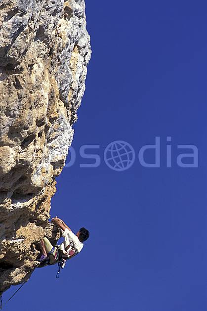 ca0945-23LE : Climbing, Sardaigne, Isili. escalade Europe, CEE, sport, loisir, sport extrême, action, sport de montagne, ciel bleu, corde, falaise, surplomb, C02, C01 homme, personnage (Italie).