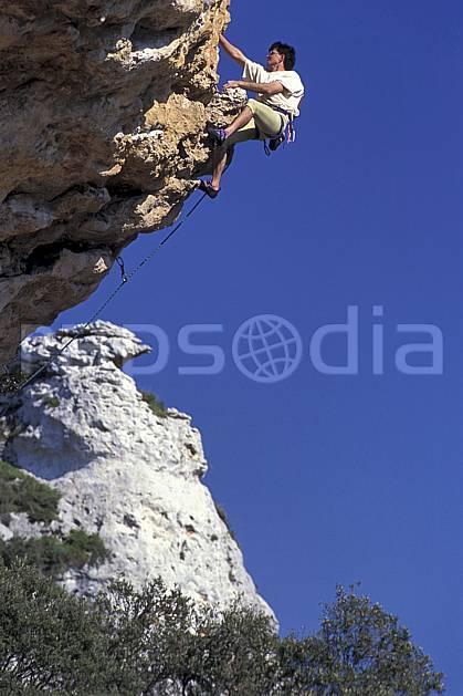 ca0945-24LE : Climbing, Sardaigne, Isili. escalade Europe, CEE, sport, loisir, sport extrême, action, sport de montagne, ciel bleu, corde, falaise, surplomb, C02, C01 homme, personnage (Italie).