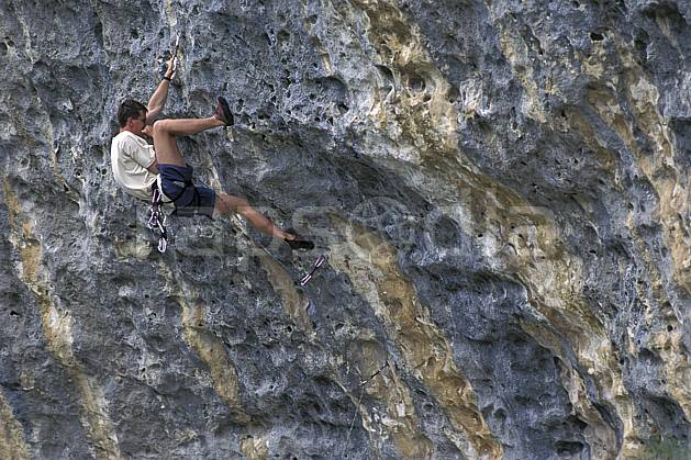ca0947-02LE : Climbing, Sardaigne, Isili. escalade Europe, CEE, sport, loisir, sport extrême, action, sport de montagne, corde, falaise, surplomb, C02, C01 homme, personnage (Italie).