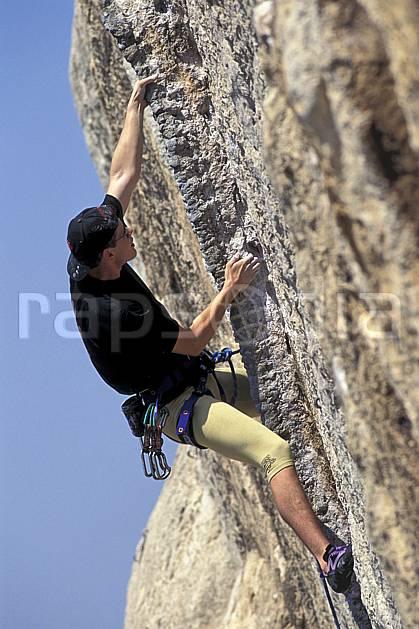 ca0981-16LE : Cimaï, Var. escalade Europe, CEE, sport, loisir, sport extrême, action, sport de montagne, corde, falaise, C02, C01 homme, personnage (France).