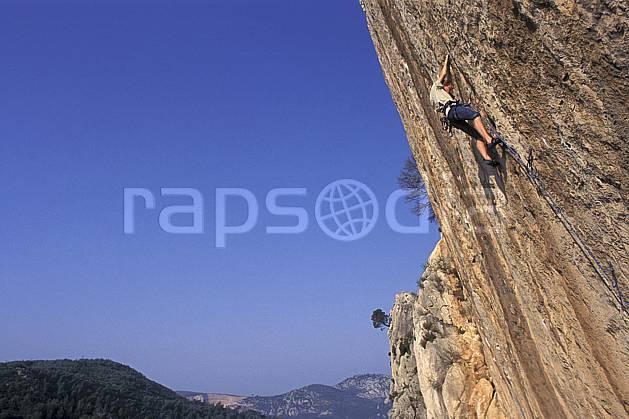 ca0983-02LE : Cimaï, Var. escalade Europe, CEE, sport, loisir, sport extrême, action, sport de montagne, ciel bleu, corde, dévers, falaise, C02, C01 homme, paysage, personnage (France).