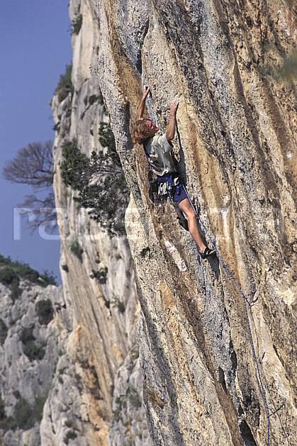 ca0984-13LE : Cimaï, Var. escalade Europe, CEE, sport, loisir, sport extrême, action, sport de montagne, corde, dévers, falaise, C02, C01 homme, personnage (France).