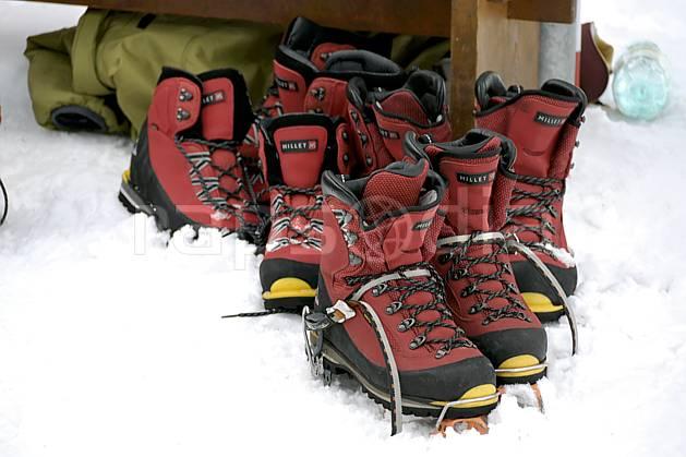 cg060763LE : Chaussures d'alpinisme. alpinisme Europe, CEE, sport, loisir, action, sport extrême, sport de montagne, chaussure, crampon, C02, C01 environnement, habitation, matériel, moyenne montagne, paysage (France).