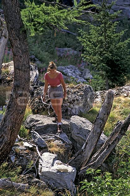 cg0817-37LE : Le Monal, Tarentaise, Savoie, Alpes. randonnée pédestre Europe, CEE, sport, rando, loisir, action, sport de montagne, C02, C01 femme, moyenne montagne, personnage (France).