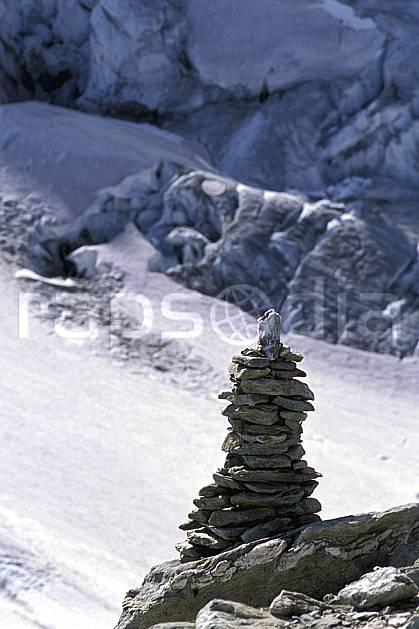 cg2524-12LE : Cairn. randonnée pédestre Europe, sport, rando, loisir, action, sport de montagne, cairn, glacier, C02, C01 moyenne montagne (Suisse).