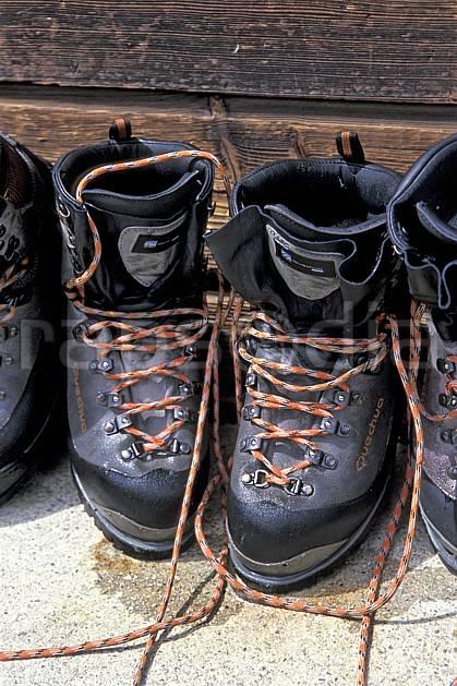 cg2749-19LE : Chaussure de montagne. randonnée pédestre Europe, CEE, sport, rando, loisir, action, sport de montagne, chaussure, C02, C01 matériel (France).