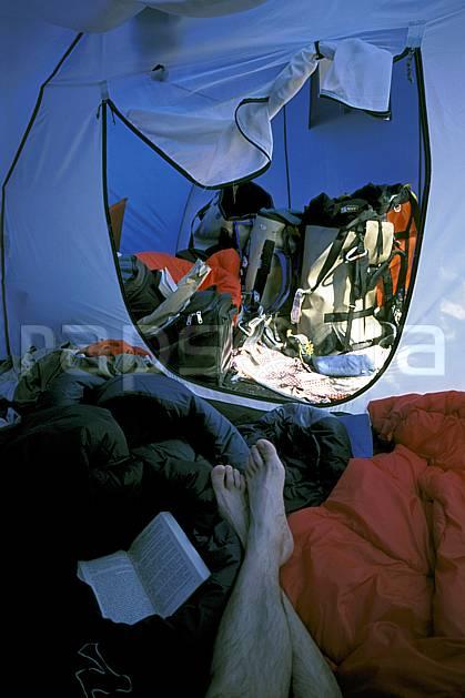 cg2878-19LE : Bivouac au Camp 4, Yosemite, Californie. randonnée pédestre Amérique du nord, sport, rando, loisir, action, sport de montagne, parc américain, repos, sac à dos, tente, C02, C01 bivouac, matériel (Usa).