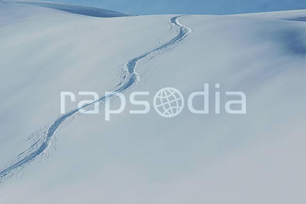 da050034LE : Traces de ski. ski de piste,  ski hors piste Europe, CEE, sport, loisir, action, glisse, sport de montagne, sport d'hiver, ski, sport extrême, poudreuse, C02, C01 moyenne montagne, paysage (France).