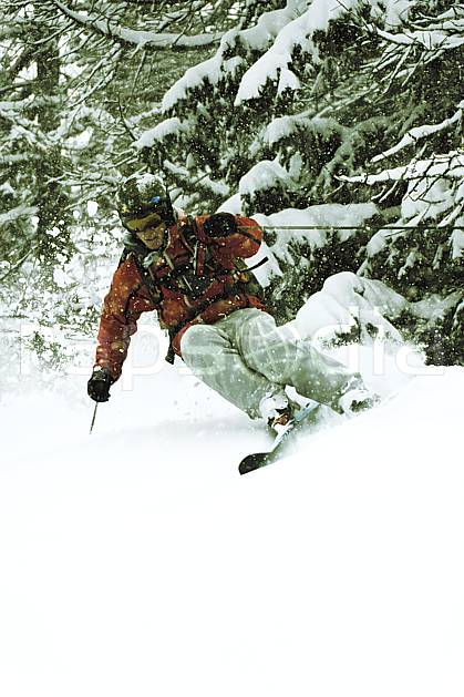 da070104GE skiing, les arcs, savoie, alpes, off piste skiing, Europe, EEC, sport, leisure, action, slide, mountain sport, winter sport, ski, extreme sport, bad weather, powder snow, forest, man, middle mountain, people (France).