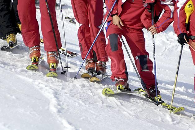 da070198LE : Moniteurs de ski, Avoriaz, Alpes. ski de piste Europe, CEE, sport, loisir, action, glisse, sport de montagne, sport d'hiver, ski, ski, bâton, repos, C02 groupe, matériel, personnage (France).