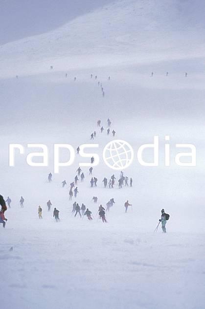 da0736-34LE : Ski-freeride, Foule de skieurs sur la Vallée Blanche, Massif du Mont Blanc, Haute-Savoie, Alpes. ski hors piste Europe, CEE, sport, loisir, action, glisse, sport de montagne, sport d'hiver, ski, sport extrême, brouillard, C02, C01 groupe, personnage, Annecy 2018 (France).