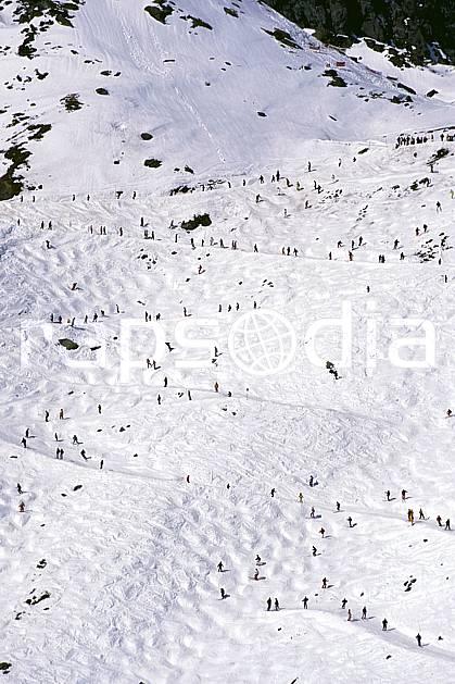 da0926-22LE : Ski de piste, Foule de skieurs sur les pistes, Verbier, Alpes. ski de piste Europe, sport, loisir, action, glisse, sport de montagne, sport d'hiver, ski, champ de bosses, piste, C02, C01 groupe, personnage (Suisse).