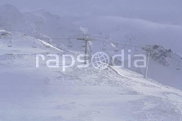 da1075-16LE : Ski-freeride, Tignes, Savoie, Alpes. ski hors piste Europe, CEE, sport, loisir, action, glisse, sport de montagne, sport d'hiver, ski, sport extrême, brouillard, téléski, C02, C01 environnement, personnage (France).