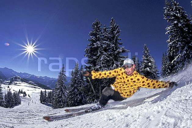 da1251-27LE : Ski-carving, Les Saisies, Savoie, Alpes. ski de piste Europe, CEE, sport, loisir, action, glisse, sport de montagne, sport d'hiver, ski, dynamisme, énergie, grimace, mouvement, trajectoire, virage, vitesse, C02, C01 homme, personnage, soleil (France).