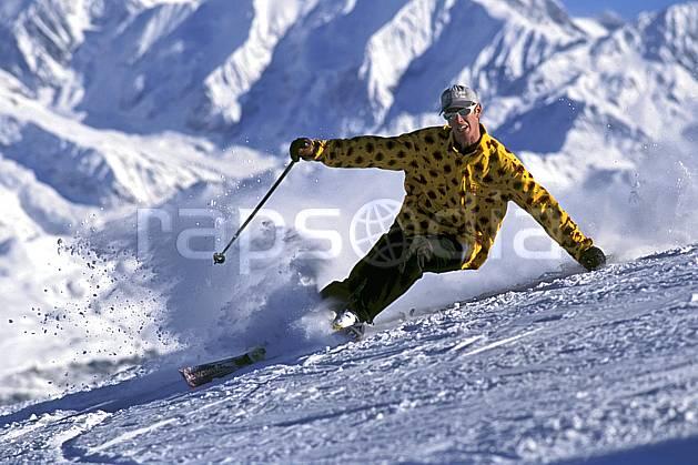 da1254-20LE : Ski-freeride, Les Saisies, Savoie, Alpes. ski de piste Europe, CEE, sport, loisir, action, glisse, sport de montagne, sport d'hiver, ski, dynamisme, énergie, gerbe, mouvement, sourire, trajectoire, virage coupé, vitesse, C02, C01 homme, personnage (France).