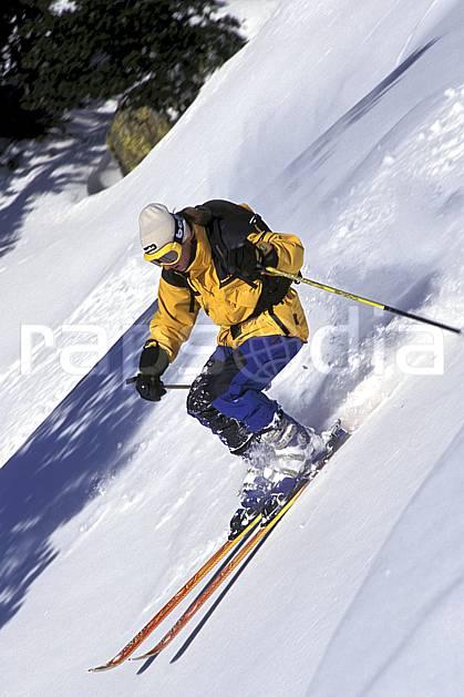 da1264-10LE : Ski-freeride, Chamonix / Le Tour, Haute-Savoie, Alpes. ski hors piste Europe, CEE, sport, loisir, action, glisse, sport de montagne, sport d'hiver, ski, sport extrême, pente, C02, C01 homme, personnage, Annecy 2018 (France).