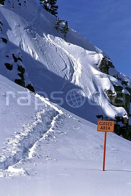 da2011-01LE : Ski-freeride, Jackson Hole, Wyoming. ski hors piste Amérique du nord, sport, loisir, action, glisse, sport de montagne, sport d'hiver, ski, sport extrême, humour, plaisanterie, trace, C02, C01 personnage (Usa).