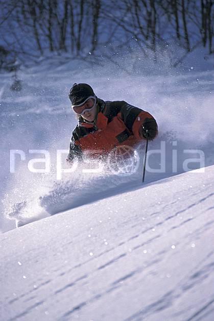 da2143-29LE : Ski-freeride, La Clusaz / Beauregard, Haute-Savoie, Alpes. ski hors piste Europe, CEE, sport, loisir, action, glisse, sport de montagne, sport d'hiver, ski, sport extrême, gerbe, poudreuse, virage coupé, C02, C01 homme, personnage, Annecy 2018 (France).