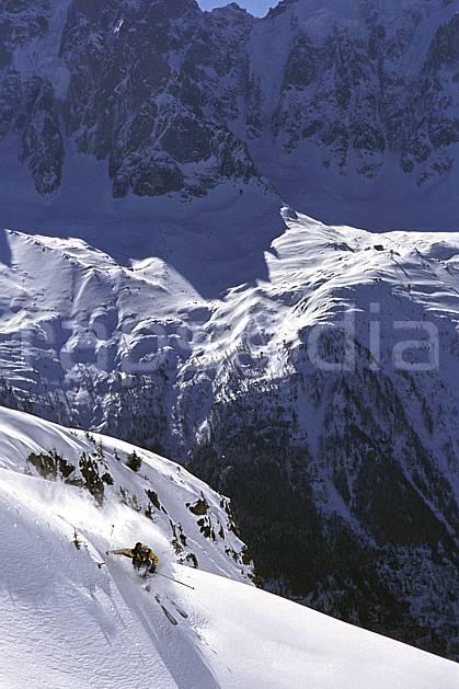 da2167-09LE : Ski-freeride, Chamonix / Le Brévent, Haute-Savoie, Alpes. ski hors piste Europe, CEE, sport, loisir, action, glisse, sport de montagne, sport d'hiver, ski, sport extrême, gerbe, grande courbe, poudreuse, virage, C02, C01 homme, personnage, Annecy 2018 (France).