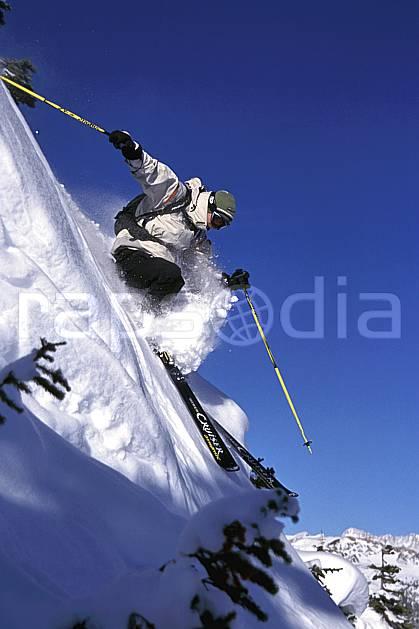 da2361-26LE : Ski-freeride, Sunshine, Alberta. ski hors piste Amérique du nord, Amérique, sport, loisir, action, glisse, sport de montagne, sport d'hiver, ski, sport extrême, ciel bleu, pente raide, poudreuse, C02, C01 homme, personnage (Canada).